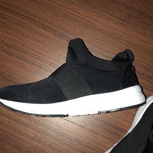 5dcf1e2ca95 Steve Madden Hueber sneakers. Worn once!